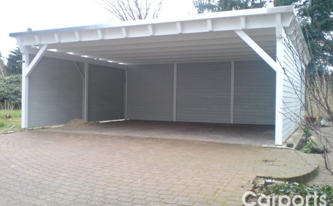 Carport Classic mit Dachüberstand und verkleideten Wände